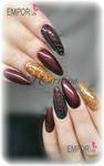 rot goldenes Nageldesign