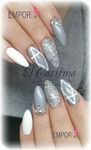silbernes Nageldesign